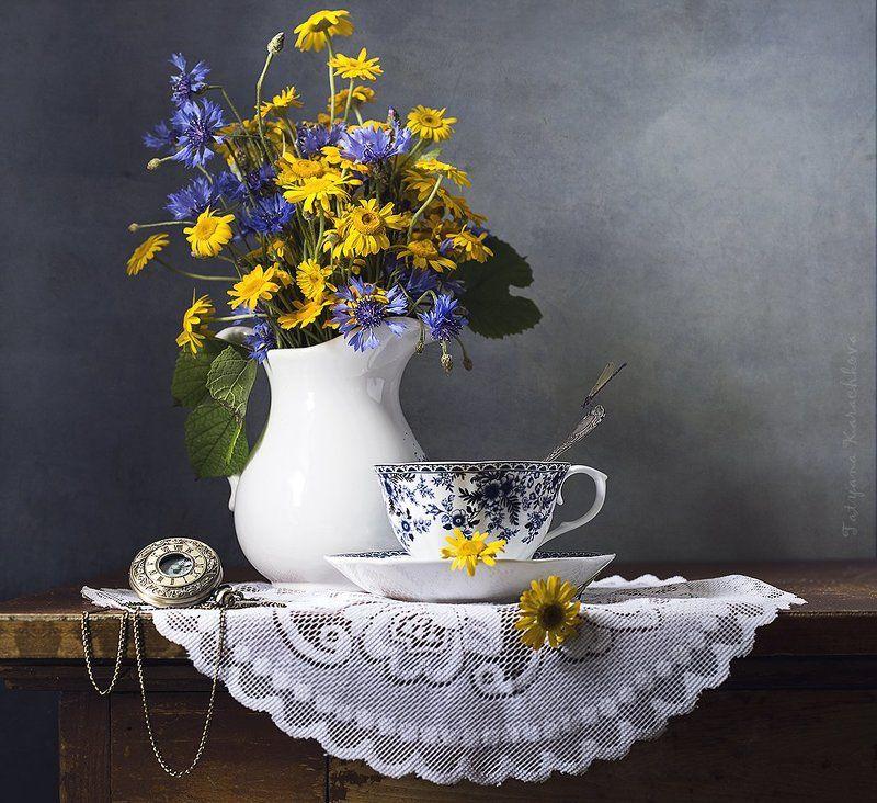 полевые цветы, васильки, козульник, кувшин, чай Время пить чай...photo preview
