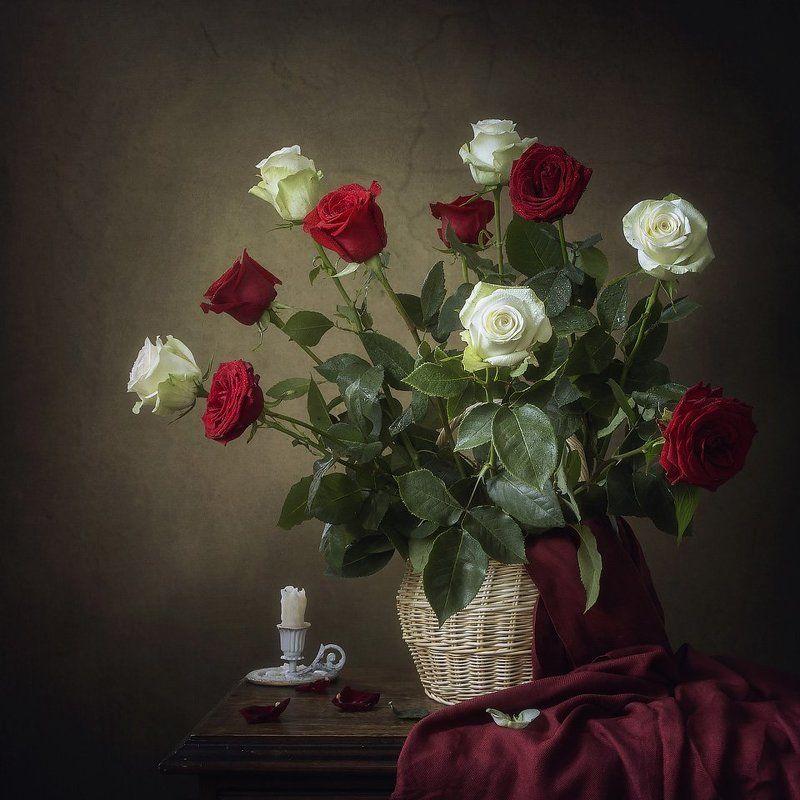 натюрморт, лето, цветы, розы, букет, корзина, драпировка, свеча, алые розы, белые розы Перемирие алой и белой розыphoto preview