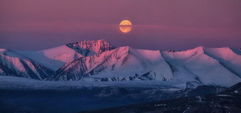 якутия, индигирка, хребет черского Королевство полной луны.photo preview