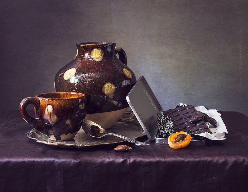 натюрморт, шоколад, кувшин, абрикос Легкий запах шоколада...photo preview