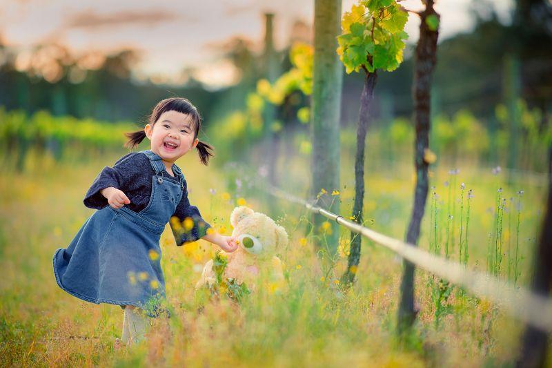 vineyard, kid, child, girl, grass, cute, family vineyardphoto preview