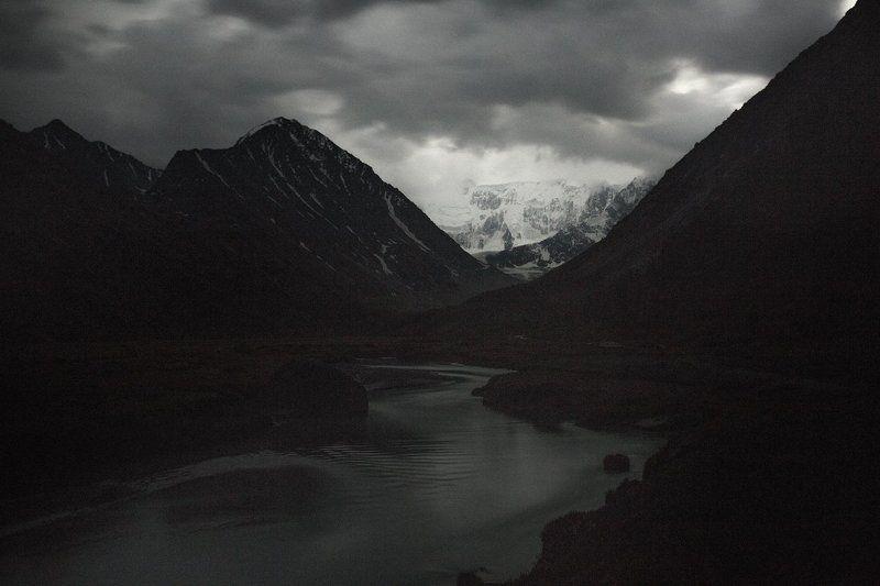 путешествия, белуха, алтай, туризм, исследование, пейзаж, горы, катунский хребет, аккем Гроза в горахphoto preview