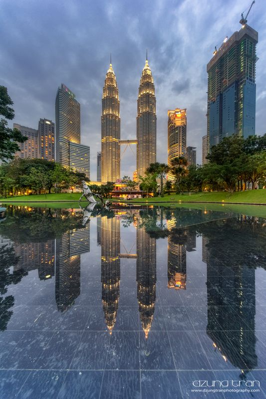 cityscape,kuala lumpur Petronas tower in reflectionphoto preview