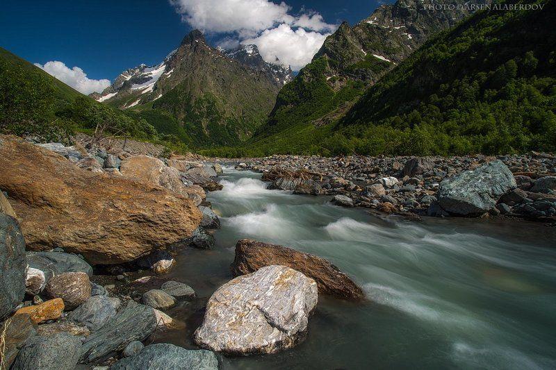 горы, предгорья,река,горная река,ручей, хребет, вершины, пики, озеро, лёд,отражение,снег,скалы, холмы, долина, облака, путешествия, туризм, карачаево-черкесия, кабардино-балкария, северный кавказ РЕКА ЧУЧХУРphoto preview