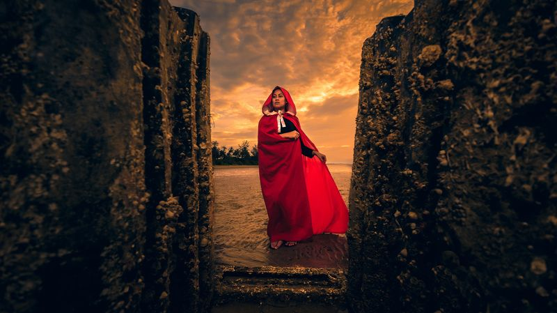 beach, seaside, sunset, red riding hood Red Riding Hoodphoto preview