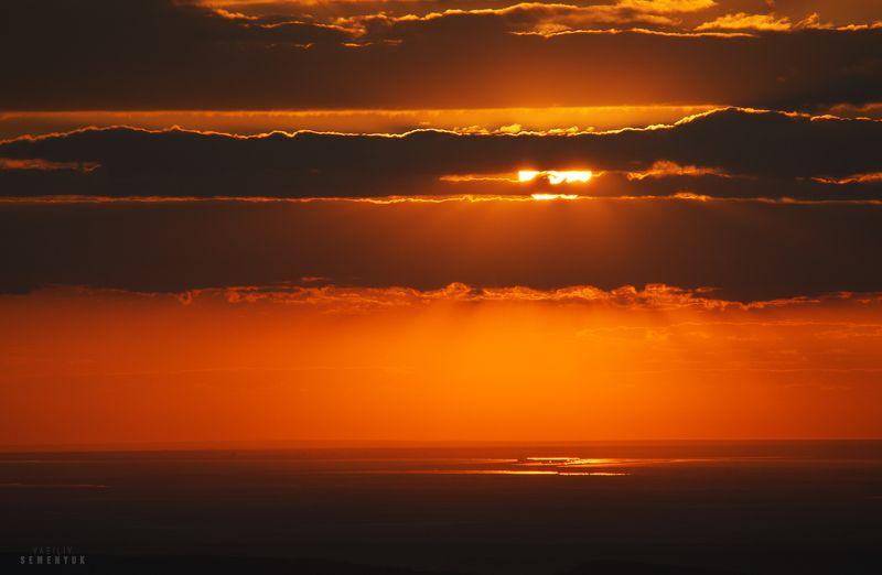 чатыр-даг, крым, закат, солнце, облака, море, евпатория. Гелиос прищурился.photo preview