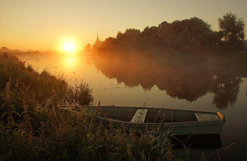 рассвет, туман, лодка Туманный рассветphoto preview