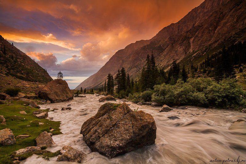 киргизия, закат, горы, небо, река Ущелье Барскоонphoto preview
