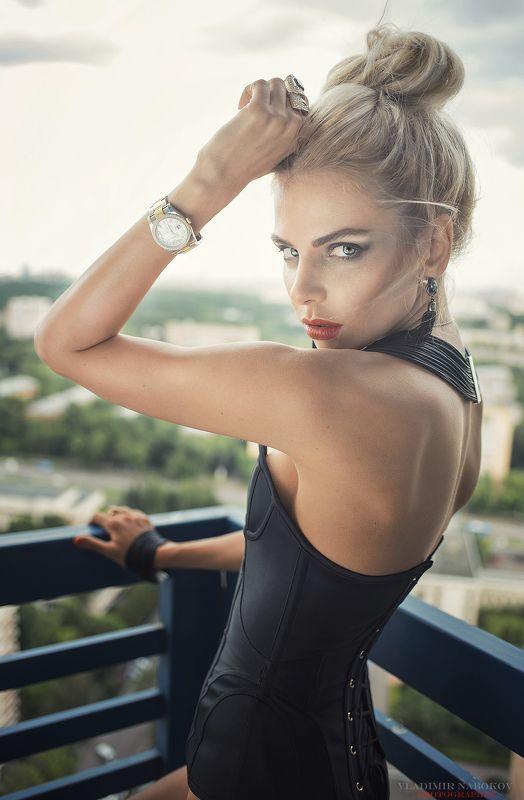 fashion портрет модель девушка фотограф фото улица  на 30 этажеphoto preview
