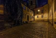....в тихих улочках Риги,...