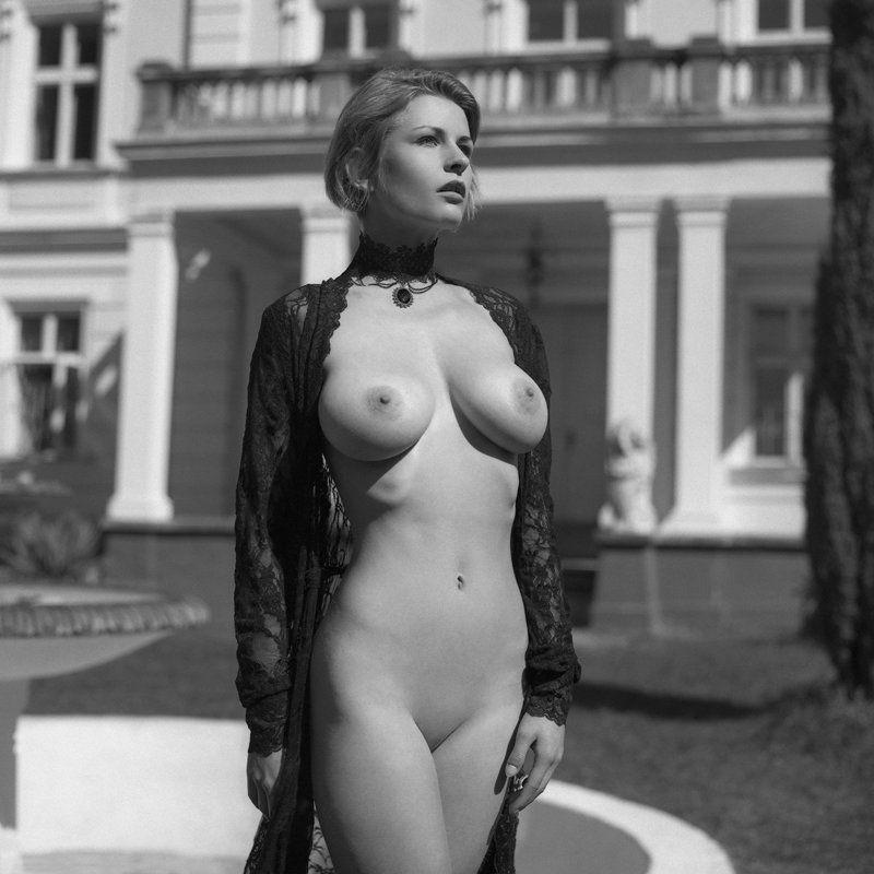 akt, nude, analog, hasselblad, ninoveron, women, sun, bw, 6x6, Dariaphoto preview