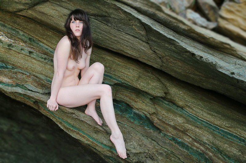 rock, green, nude Im grünen Felsenphoto preview