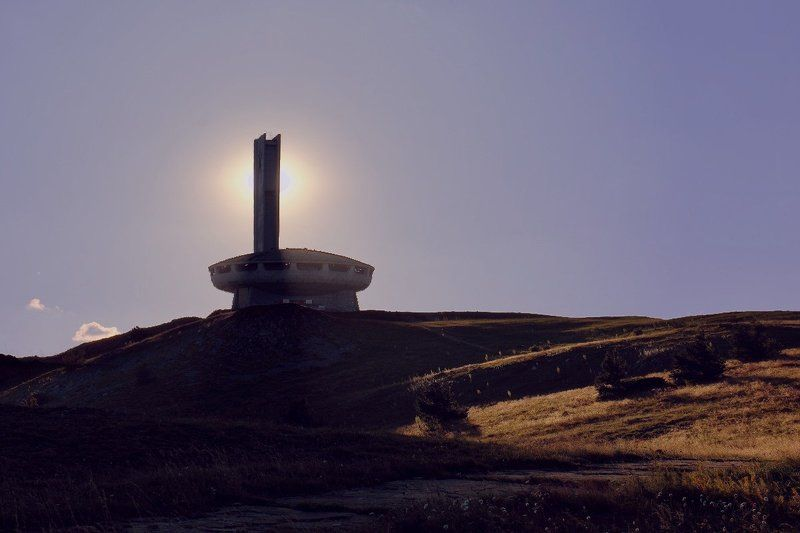 Дом-памятник на Бузлудже на закате.photo preview
