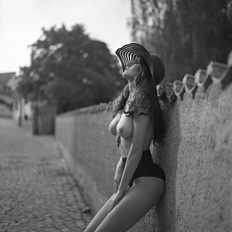 akt, nude, analog, hasselblad, ninoveron, women, topless, bw, 6x6, Martaphoto preview