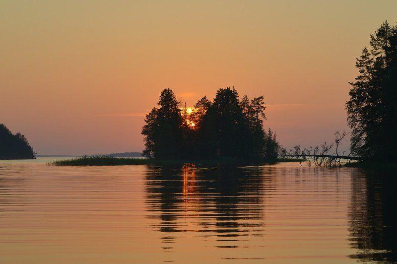 онежское озеро, суйсари, закат, карелия Костёр догоралphoto preview