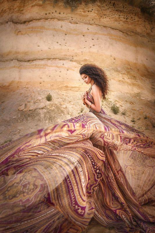 пески,кудрявая,афро кудри,ветер гуляя ветром по пустыне ..photo preview