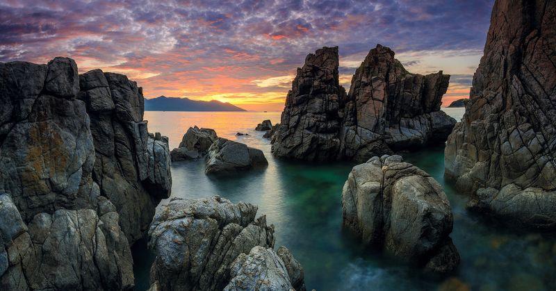 #vietnam #sea #cave Sunrise in Heo cavephoto preview