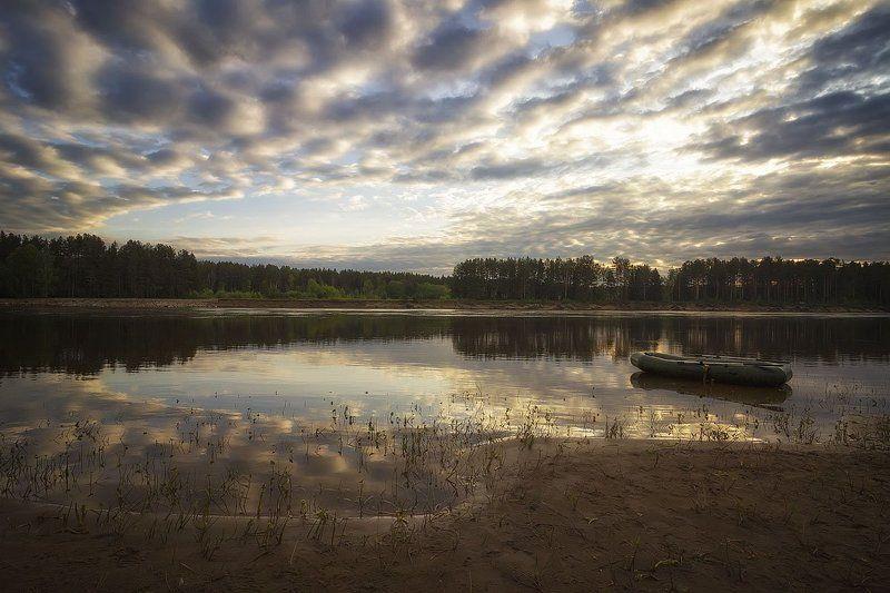 утро, восход, река, лодка, отражение, облака, рыбалка Хороший был день яркий и теплыйphoto preview