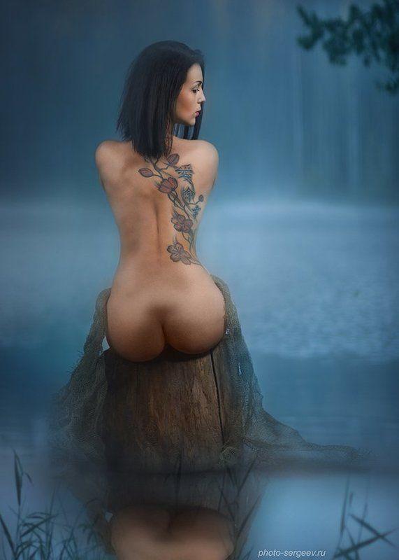 девушка,туман,озеро,утро,спина,татуировка,обнажённая,пленэр ***photo preview