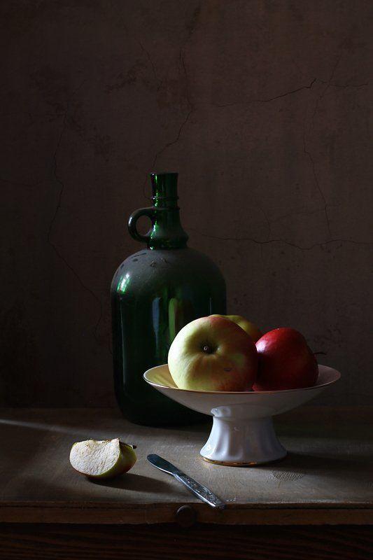 натюрморт, этюд, бутылка, яблоки Этюд с пыльной бутылкойphoto preview