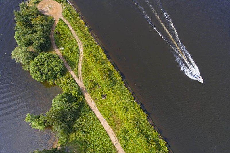 Россия, лето, Клязминское водохранилище, канал, катер, маяк, аэро, дрон, коптер, aerial Разные дорогиphoto preview