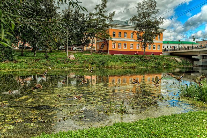 Тру́беж - главная река города, делящая его пополам.  Впадает в Плещеево озеро.Переславль-Залесский. Россия.photo preview