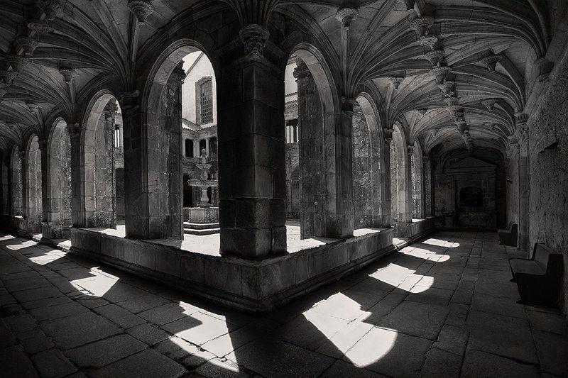 В монастыре Сан-Гонсалу-ди-Амрантиphoto preview