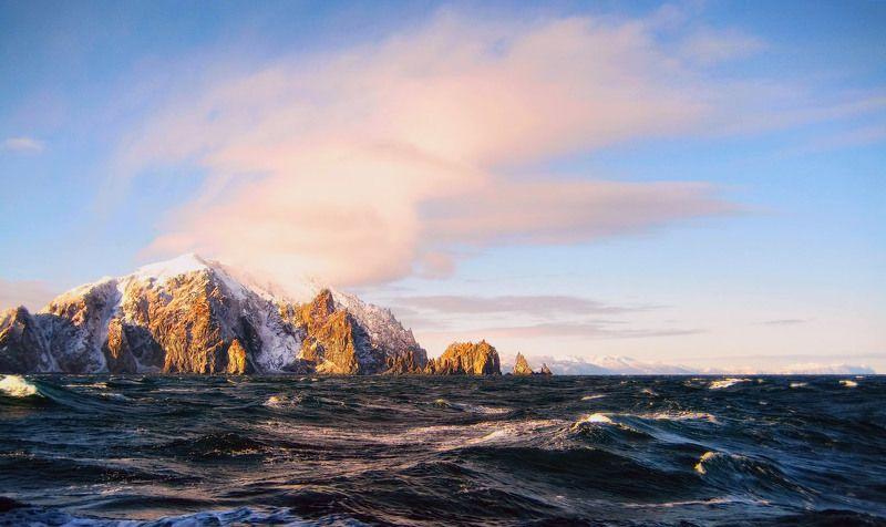 охотское море, весна, скалы, волны, облако a pink cloudphoto preview