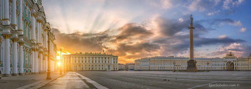 дворцовая площадь, санкт-петербург, александрийский столп,  лучи солнца Панорама с видом на Дворцовую площадь.photo preview