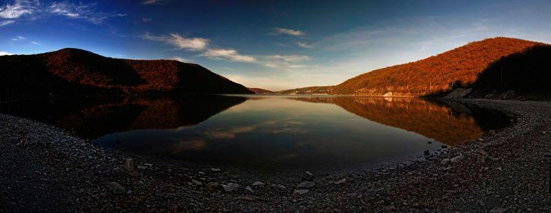 У озераphoto preview