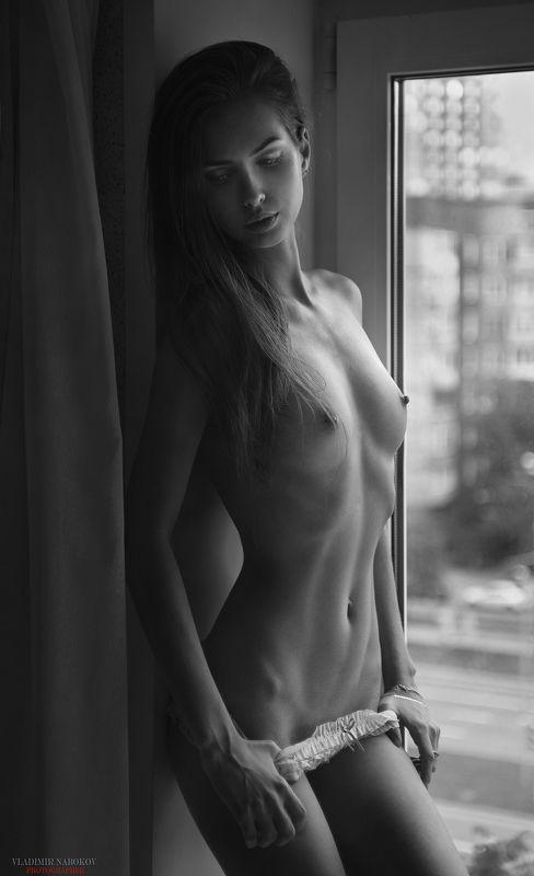 ню окно фотограф модель портрет фитнес  на подоконнике ))) photo preview