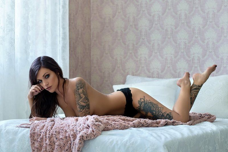 model, glamour, woman, female, colour, body, sexy, sensual,  curves, portrait, erotica,  fine art, lingerie, legs, tattoo, bedroom, natural light, Vandaphoto preview