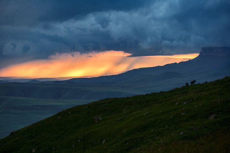 крачаево-черкесия ,кчр ,горы.перевал  гум-баши Вечер на перевале Гум Баши ...photo preview
