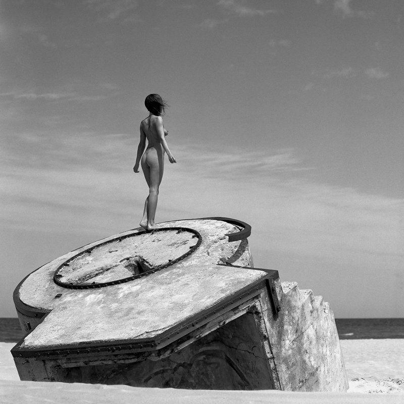 akt, nude, analog, hasselblad, ninoveron, women, topless, ass, sea, sun, bw, 6x6, Marzenaphoto preview