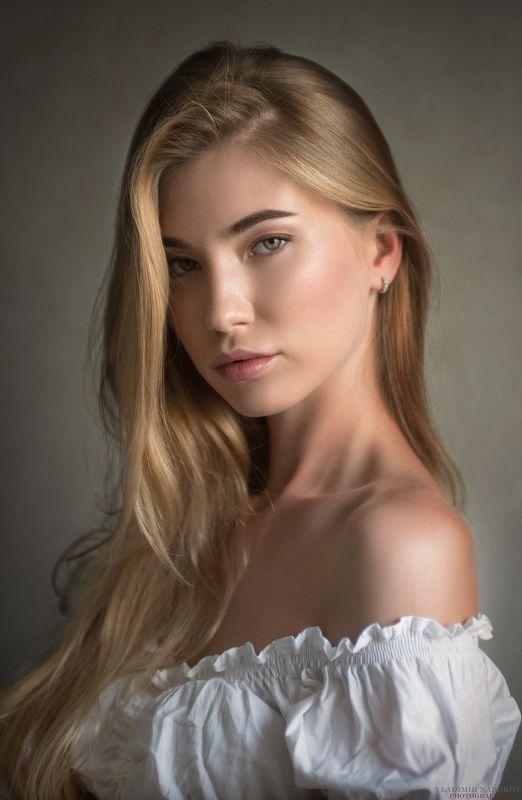 модель, фотограф, портрет, естественный, свет Бортпроводницаphoto preview