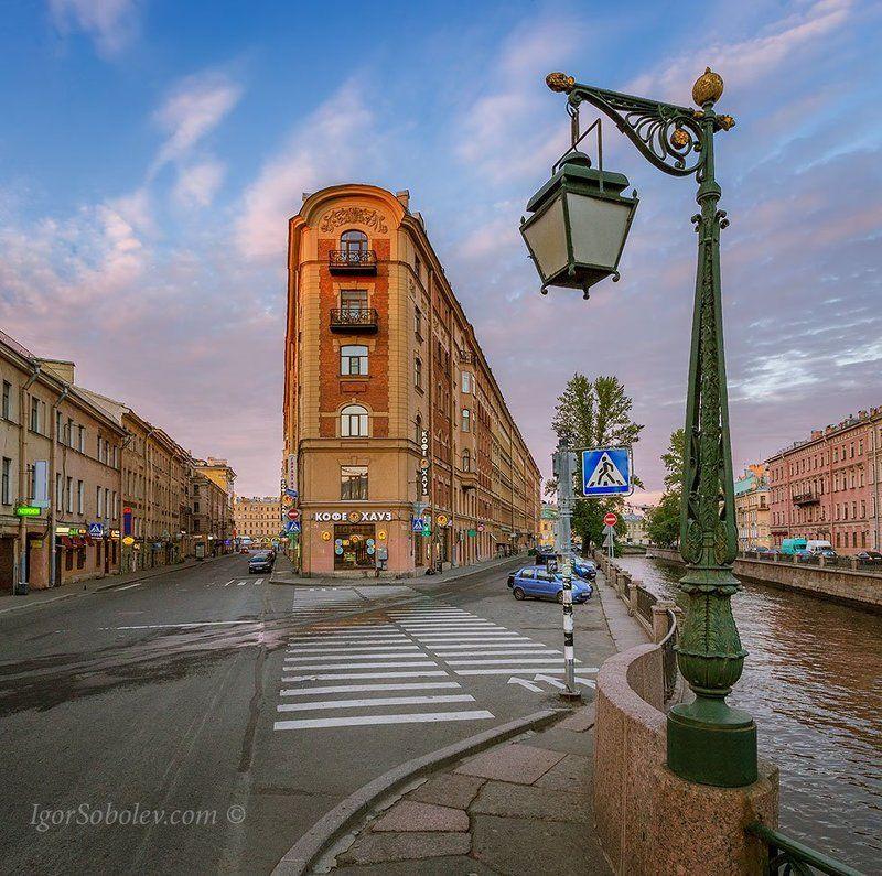 демидов мост, дом ну углу, санкт-петербург, россия Демидов мост и дом на углу.photo preview