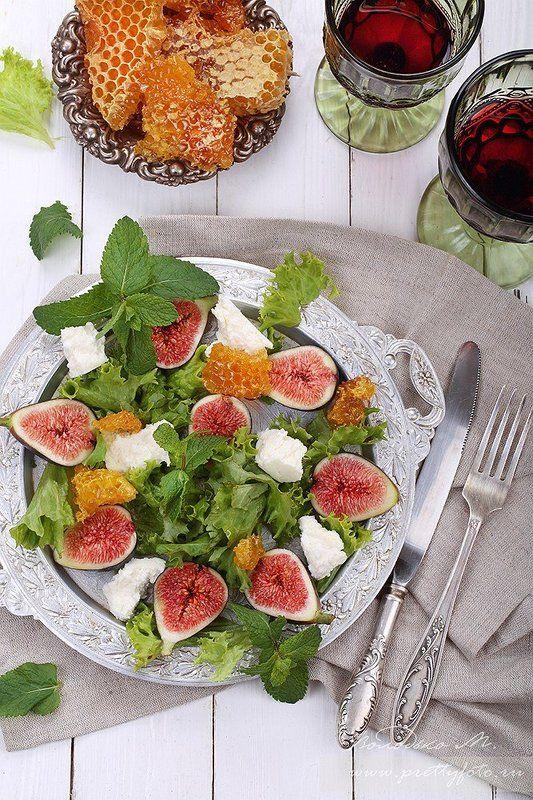 Салат с  инжиромphoto preview