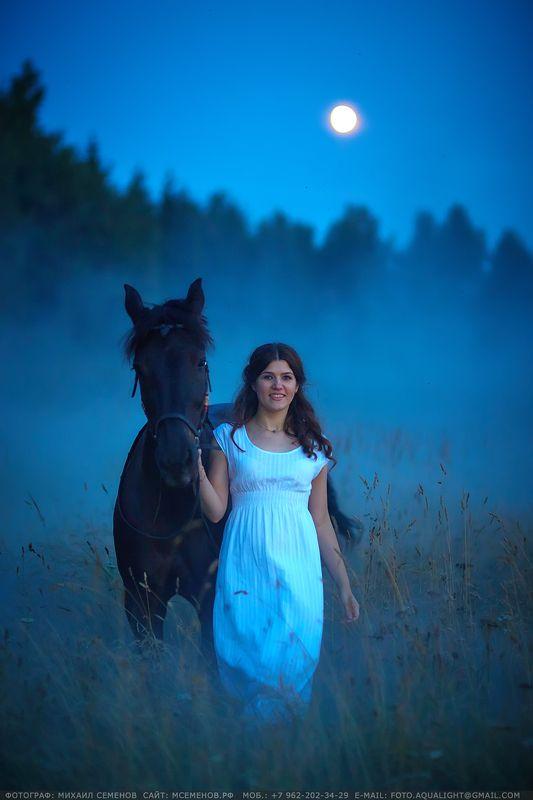 horse #михаилсеменов #фотографярославль #сертификат #подарок #фотослошадкой #аквалайт #свет #красота #модель #наездница #ночь #эквитерра Леди в беломphoto preview