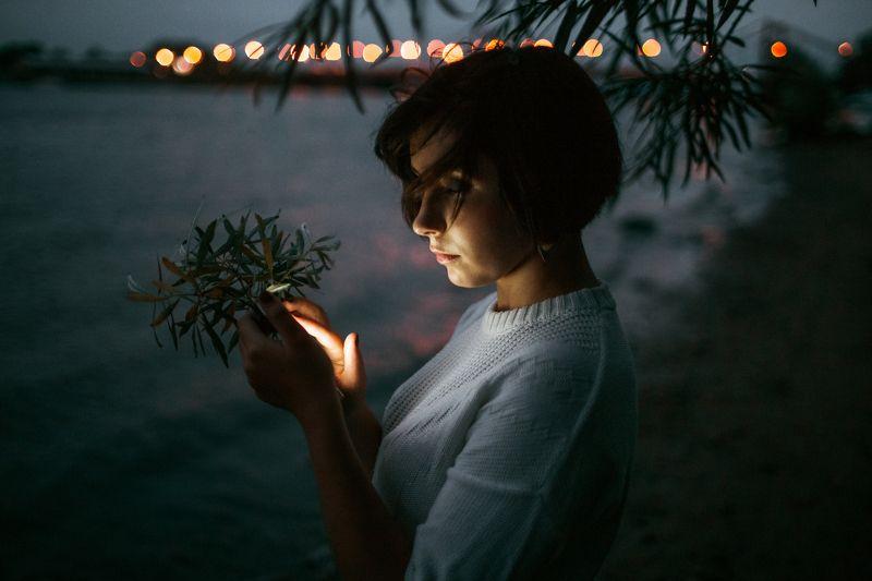 night, girl, mobile, river, light, dark, Archangelsk, plain air Ritaphoto preview