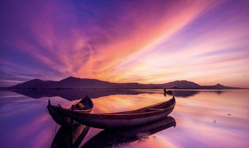 Sunrise Hon Thien lakephoto preview