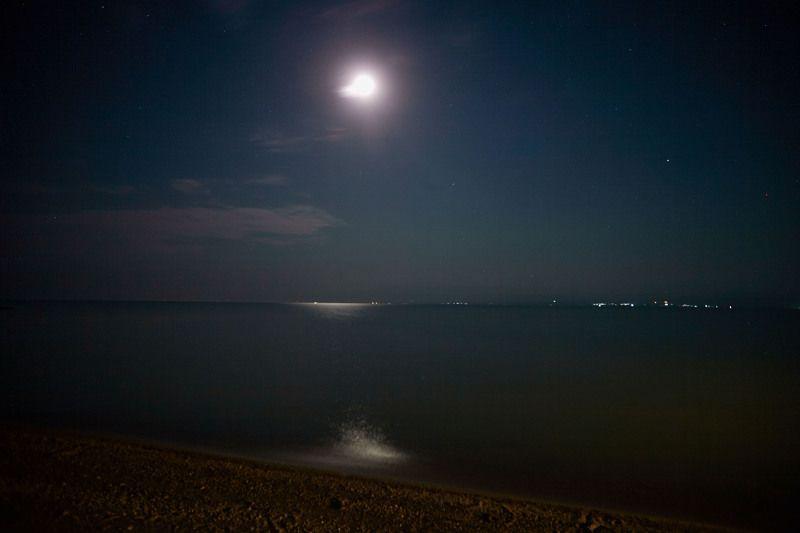 Лунная ночь. Кайракумское море. Таджикистанphoto preview
