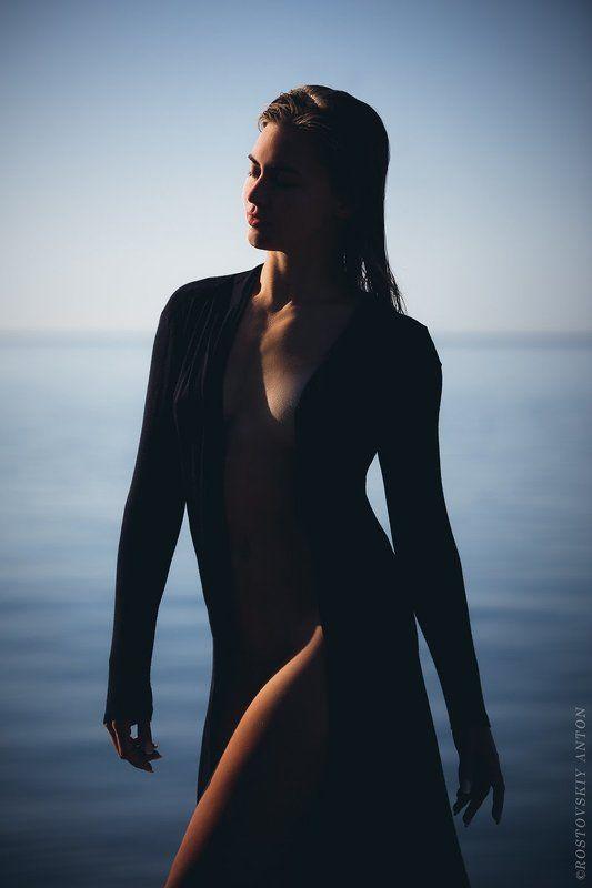 рассвет, девушка, утро, море на рассвете в Сочиphoto preview
