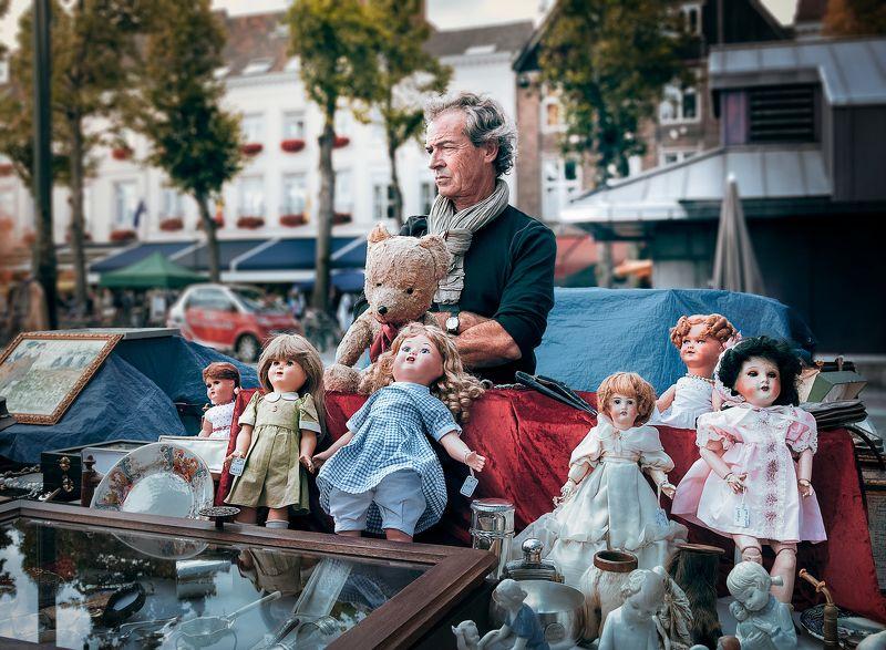 продавец, куклы, плюшевый медведь, бельгия, брюгге, бракант, блошиный рынок,стапые друзья, игрушки *Продавец старых друзей*photo preview