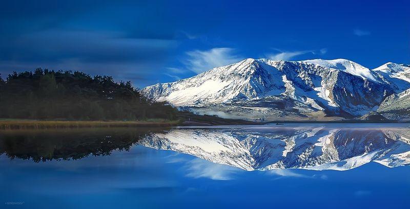 горы, снег, небо, лес, море Таежная бухтаphoto preview
