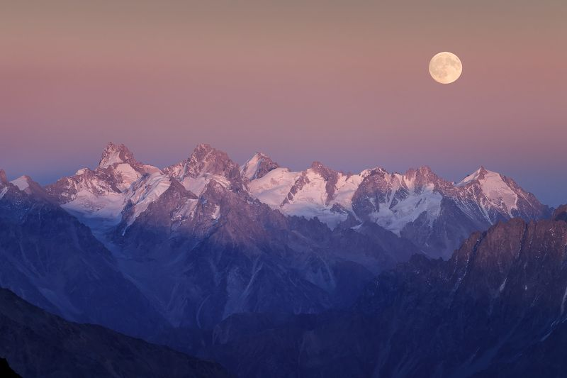 Полнолуние над Кавказским хребтомphoto preview