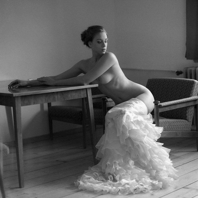 akt, nude, analog, hasselblad, ninoveron, women, topless, fineart, bw, 6x6, Sandraphoto preview