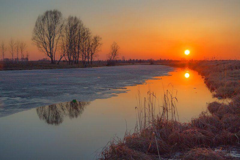 Закат на озере местного значенияphoto preview
