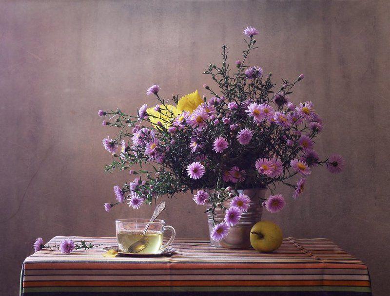 натюрморт, осень, сентябрь, цветы, сентябрины, яблоко, чай Сентябрьский чайphoto preview