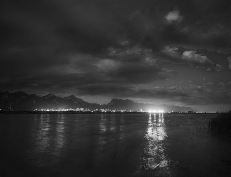 озеро, Болгария, Враца, черно-белая фотография, BnW, nightscape, black and white, Bulgaria Ночная Врацаphoto preview