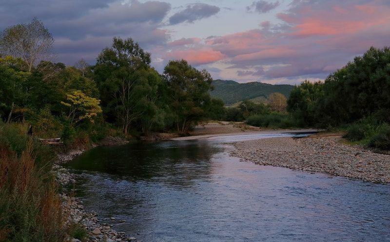 приморский край, река партизанская, вечер, сентябрь после закатаphoto preview